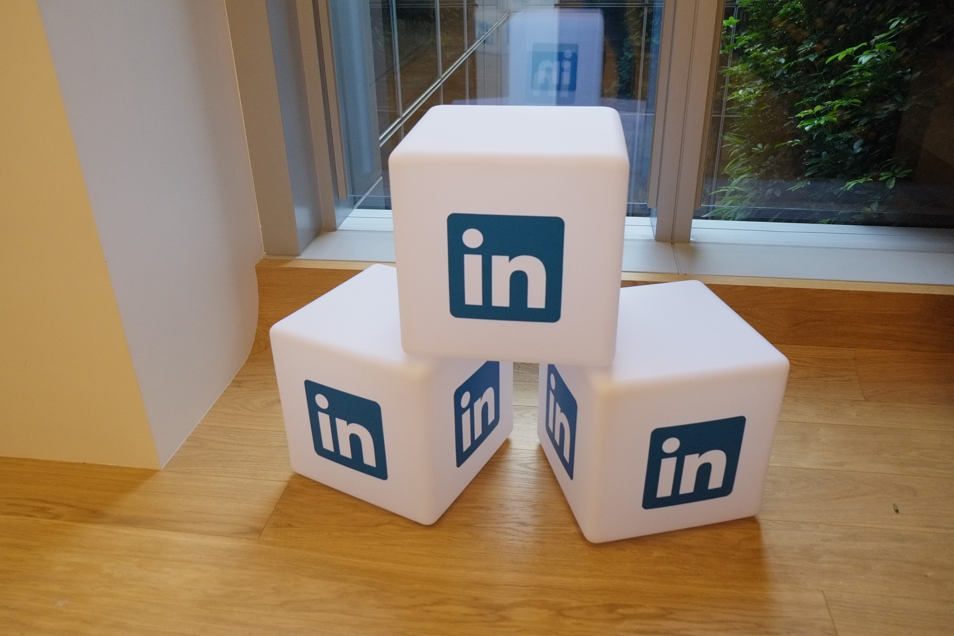 What Should I Post On LinkedIn B2B?